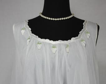 Vintage Beautiful Appliquéd White Strawberries Nightgown Medium