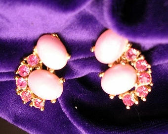 Chunky Pink Vintage Clip Earrings. Faux pearls and Rhinestones.