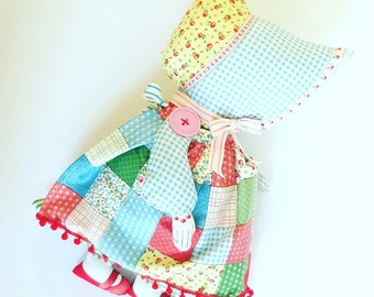 Sunbonnet Sue Doll - Retro Doll - Feedsack Fabric - Vintage Doll