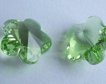 SWAROVSKI 6744 Flower crystal pendant PERIDOT