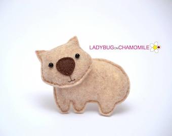 Felt WOMBAT, stuffed felt Wombat magnet or ornament, cute Wombat, Wombat toy, Australian animals, home decor, Nursery decor, Aussie,wombat