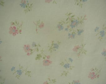 Vintage Bed Sheet Set, Twin Bed Size, 1 Flat Sheet, 1 Fitted Sheet, Cottage Chic, Shabby Cottage, Pastel Floral Print