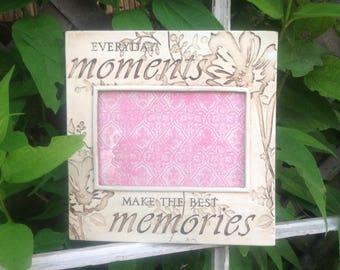 Sentiment Picture Frame / Everyday MOMENTS Make MEMORIES  / 4 x 6 / Antiqued White Table Top or Hanging Picture Frame
