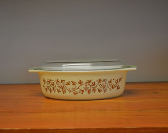 Promotional Pyrex Golden Grapes oval casserole 2 1/2 Quart