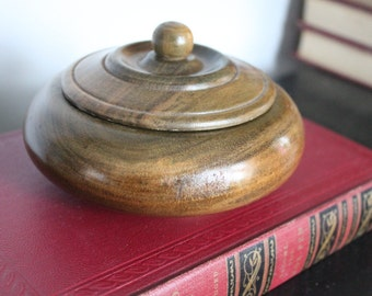 Mahoe wood Round turned wood bowl with lid,Beautiful wood lidded trinket box, Round wooden box, jewelry box, desk accessory, catch all