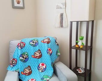 Modern baby blanket with plush: Mario and Friends