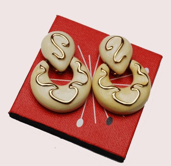 Chunky Dangle Door knocker earrings - Signed F.O. - Fernando Originals - Cream and gold enameling -