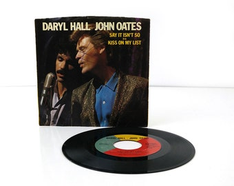 Hall & Oates - Say it isn't so / Kiss on my List - 45 record 7 inch vinyl