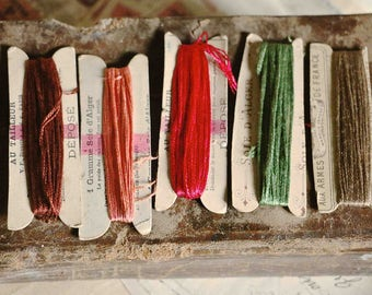 A set of 5 old  french silk threads  on their cardboards-