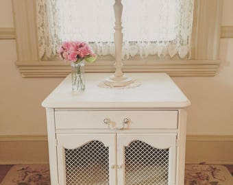 Forever Pink - Shabby White Vintage Nightstand