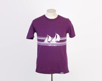 Vintage 80s CRAZY Shirts T-SHIRT / 1980s HAWAII Sail Boat Purple Tee Shirt S - M