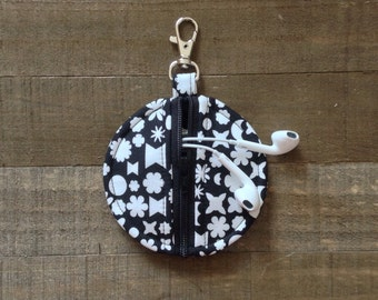 Black Geometric Shapes on White - Circle Zip Earbud Pouch / Coin Purse