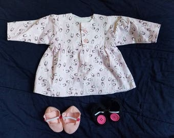 18-24 Mnth Top with 2 slippers (size 4 and 5)