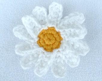 Crochet daisy brooch
