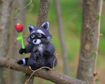 Needle Felted Raccoon with Flower, Needle Felted Animal, Raccoon Miniature, Raccoon Figurine, Thank You Gift, Gift for Her, Woodland Animal