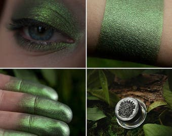 Eyeshadow: Protecting Forests Thicket - Druidess. Green metallic eyeshadow by SIGIL inspired.