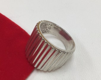 Vintage 925 Hallmarked Vertical Stripe Designed Ring!!! Size 7
