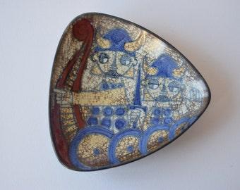 Marianne Starck for Michael Andersen & Son - triangular bowl - Viking motif - Persia glaze - Danish mid century
