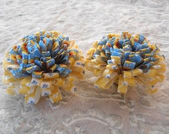LOT of 2 POMPOMS juane/blue color fabric