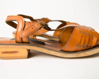 Vintage 60's / 70's Brown Woven Faux Leather T-Strap Wooden Sandals / Size 7.5