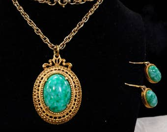 Vintage Florenza Green Swirled Art Glass Cabochon Pendant Necklace and Earrings