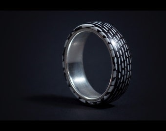 Carbon fiber and Silver lined Ring.   Size 10.25