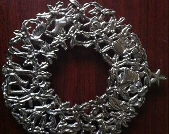 Silver Plate Christmas Trivet Pot Holder Decorative Wall Hanging Elegance Zinc