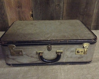 Vintage Luggage SuitCase Brown and Beige Skyway Speckled Vinyl Suitcase with Black Leather Trim No. 223