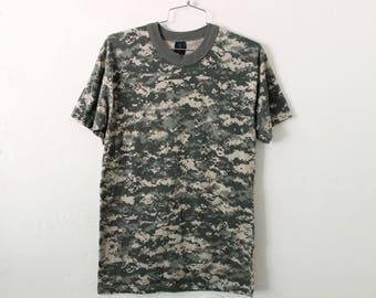 MEDIUM Vintage 1980s Camo Thin T-Shirt