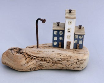 Knotty British driftwood with 3 little painted houses #575