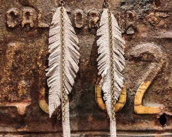 Feathers suede gray earrings