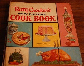 Vintage 1961 Betty Crocker's Farmhouse Picture Cook Book, 454 pages with cooking index, 850 recipes, shows lots of cooking love, 1961