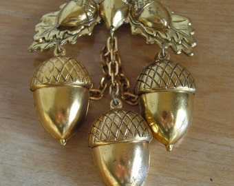 Vintage Large Ornate Gold Metal Stamped Dangling Acorn Brooch Pin with Acorns on Chains Fall Autumn Winter Jewelry Gold Tone
