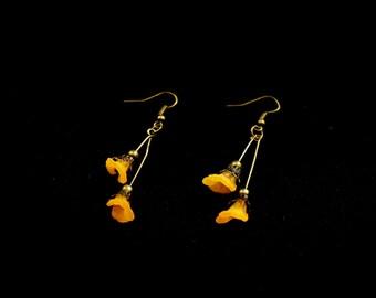 Bronze earrings, flowers in Corolla (acrylics) orange on bronze rods