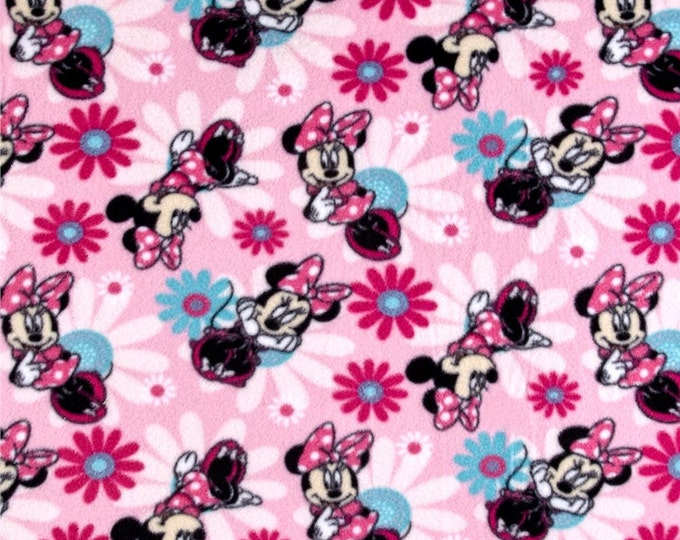 Springs Creative - Disney Minnie Mouse Fleece Minnie Poses Pink