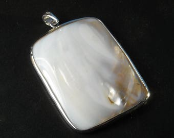 Blister pearl shell pendant lined in 925 sterling silver.  Mother of pearl pendant De-53