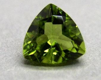 Peridot olivine, 1.95 ct, Chrysolite