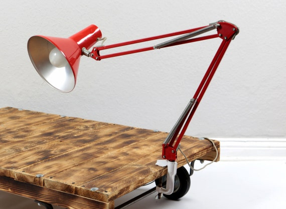 vintage 70er architektenlampe rot arbeitsleuchte schwenkbare. Black Bedroom Furniture Sets. Home Design Ideas