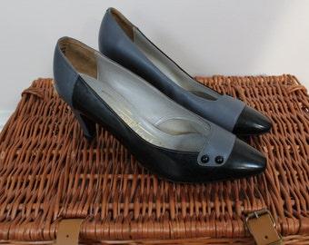 Grey black leather shoes 1980s heels shoes grey black 80s low heel vintage shoes with button detailing retro shoes vintage shoes size 5.5