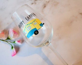 Happy camper wine glass, Caravan wine glass, Gift for campers, Caravanning present, Gift for her, Gift for him