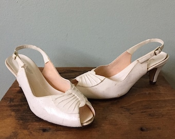 White Peep Toe Pumps Size 6.5  Hush Puppies Man Made Vegan Leather Sling Back 1980s Sandals Open Toe Shoes Vintage 2 Inch Heels