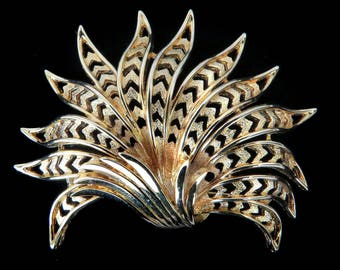 "Vtg Monet Pin Leaf Fan Goldtone 2.75"" Wide Extravagant"