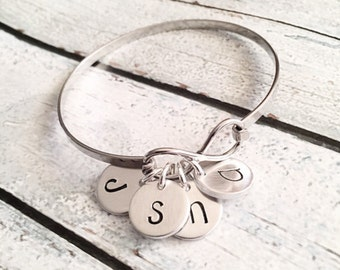 Infinity bracelet - Hand stamped infinity bangle - Family jewelry - best friend - Mother's bracelet - Stainless steel infinity bracelet
