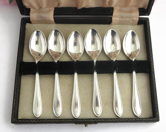6 Art Deco silver plated teaspoons in original box, simple handles with grooved edges, made in Sheffield, England, circa 1920s