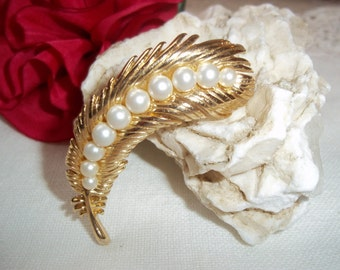 Vintage Trifari Crown Brooch Gold~Tone Leaf & Faux Pearls Designer Trifari Costume Jewelry Excellent Condition Perfect for Her