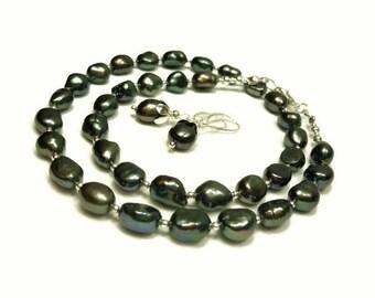 Black freshwater pearl necklace, earrings set.