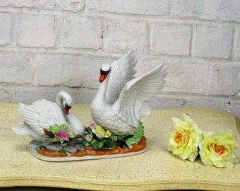 Lovely Sculpture Figurine two Swans Flowers Porcelain