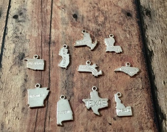 Tiny state charm (1 piece) silver plated (1 sided) - state pendants, USA state charms, silver plated state charms, US pendants, UU5
