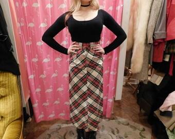 Very high waist plaid skirt  1950-60