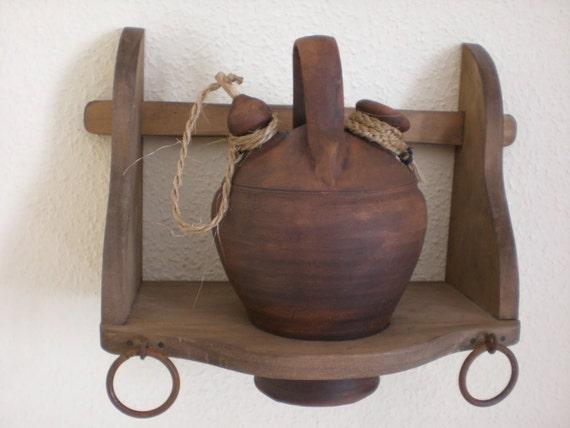 Botijera de madera r stica con botijo de barro - Botijo de barro ...